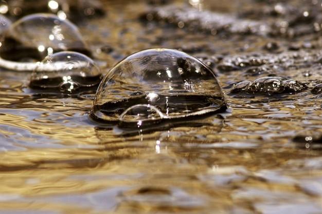 burbujas-de-agua-de-la-fuente_121-51675